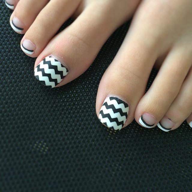 Simple Black Toe Nail Design