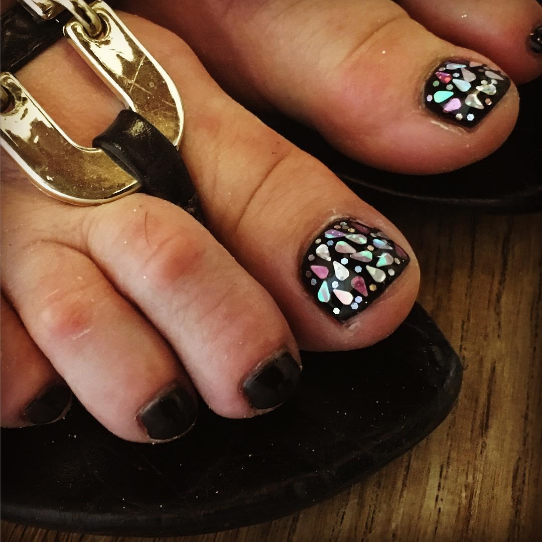 beautiful black toe nail design1