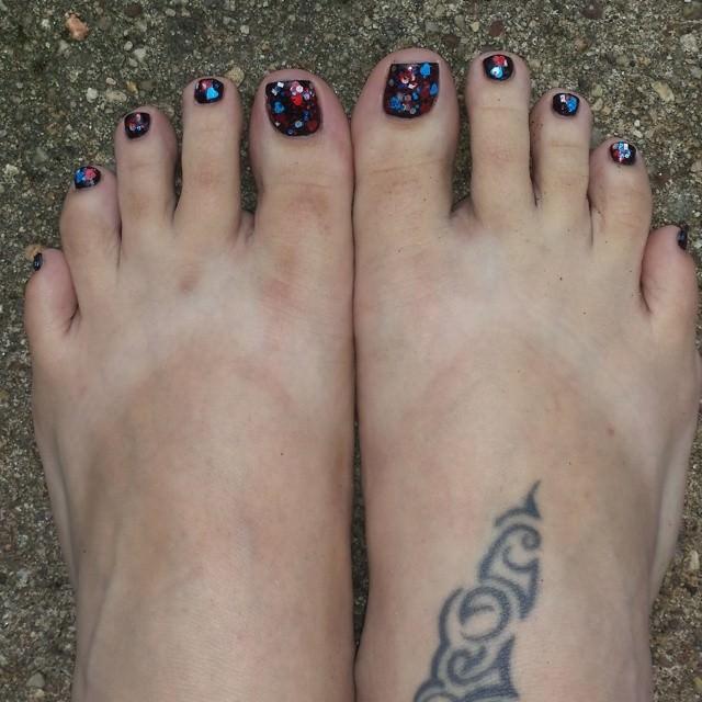 glitter black toe nail design