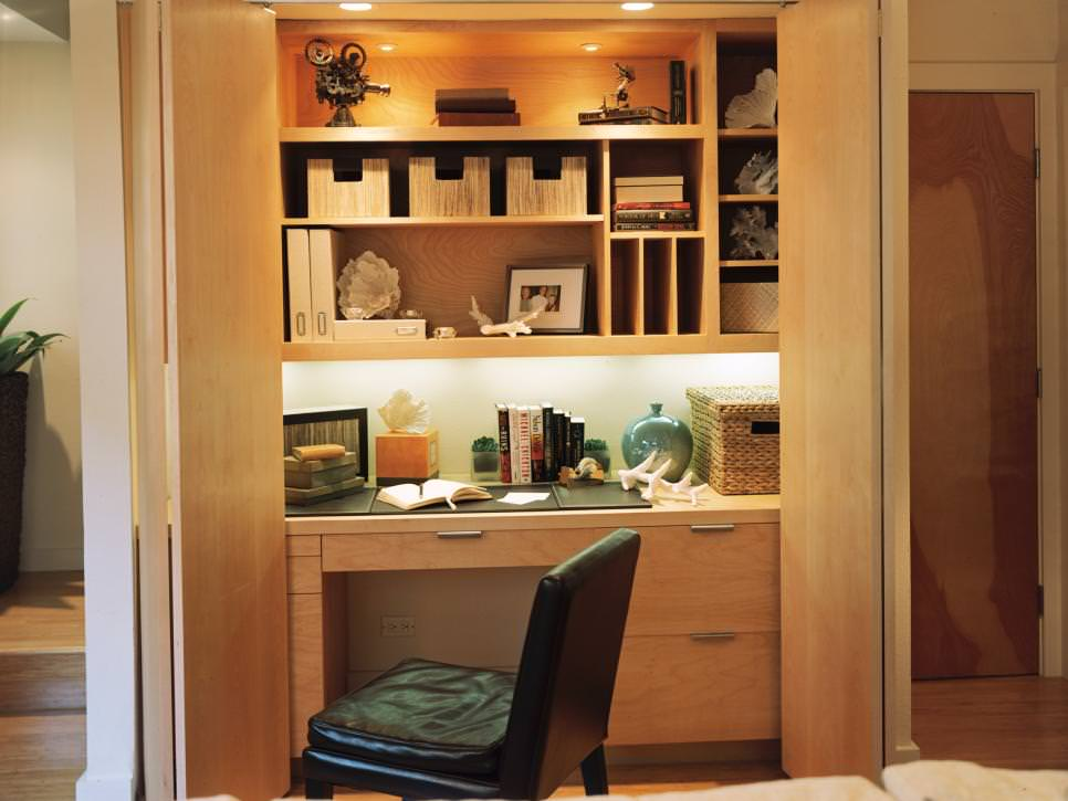 Home Office With Built In Wooden Shelves Design