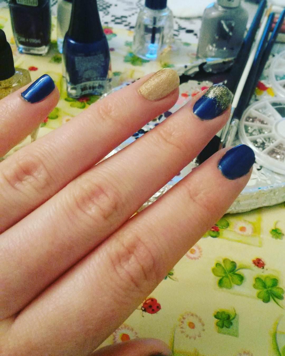 Simple & Dark Blue Nail Design