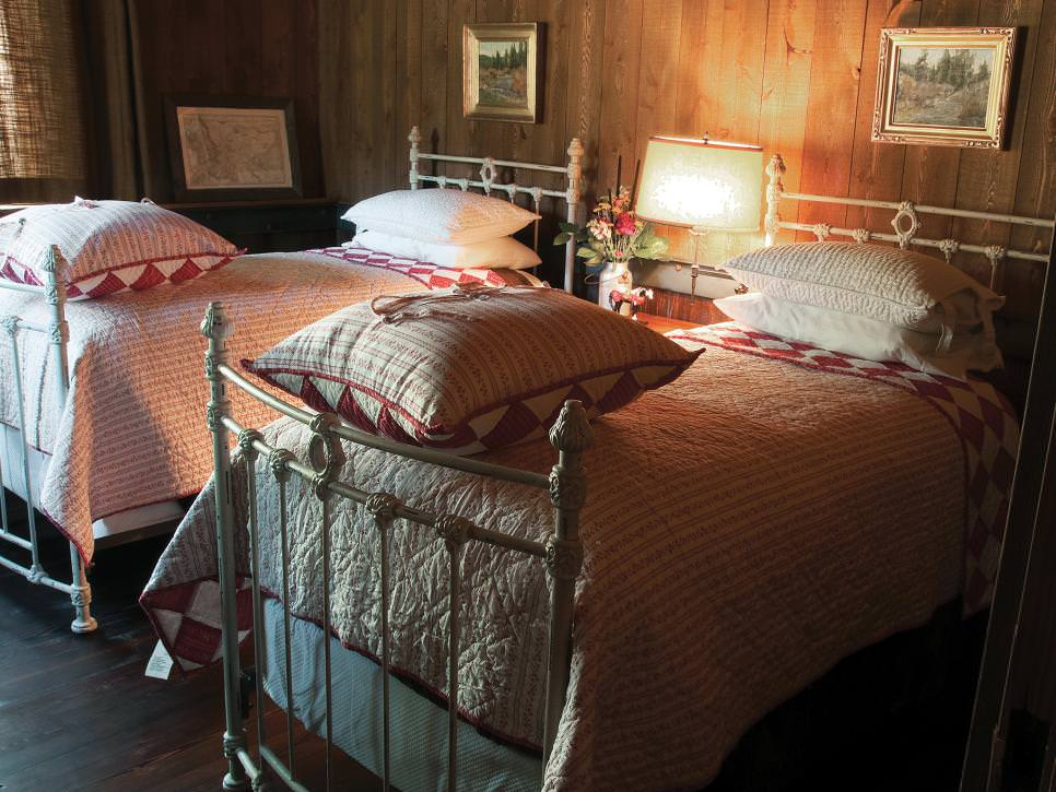 Antique Iron Twin Beds Designs