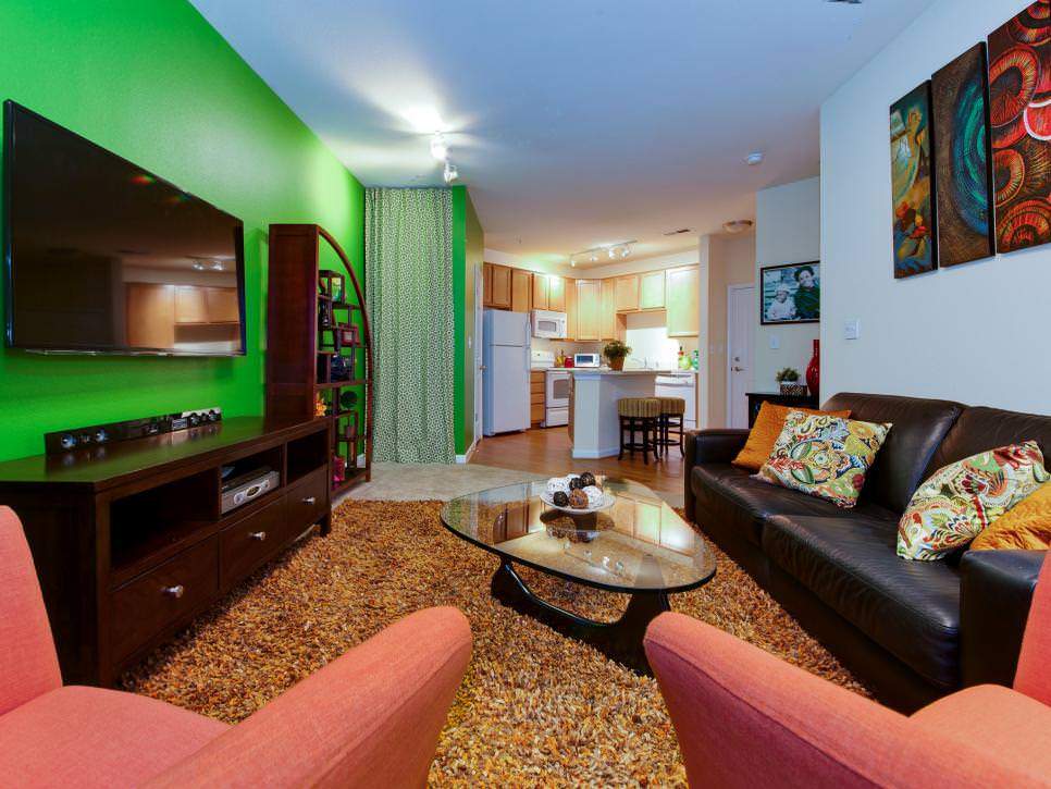 Bright Green Wall Color In Living Room Design