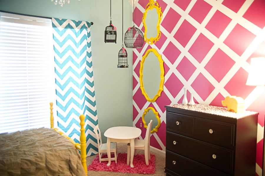 Modish Pink and White Wall Design