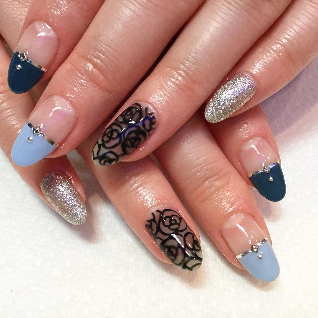 black nail rose design