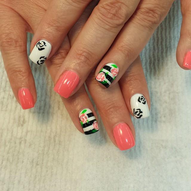 fashionable rose nail design