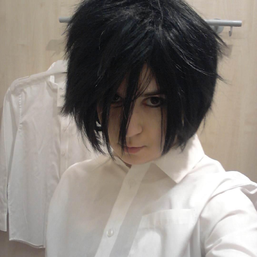 black short trendy look hairstyle