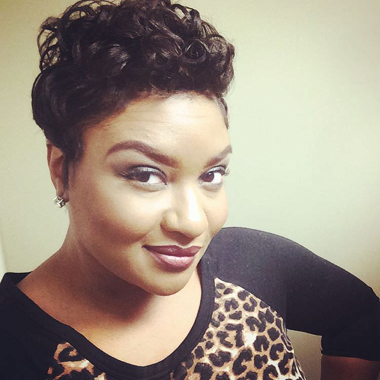 black short hairstyle for curly hair