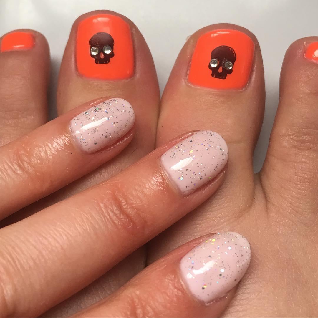 skull toe nail design