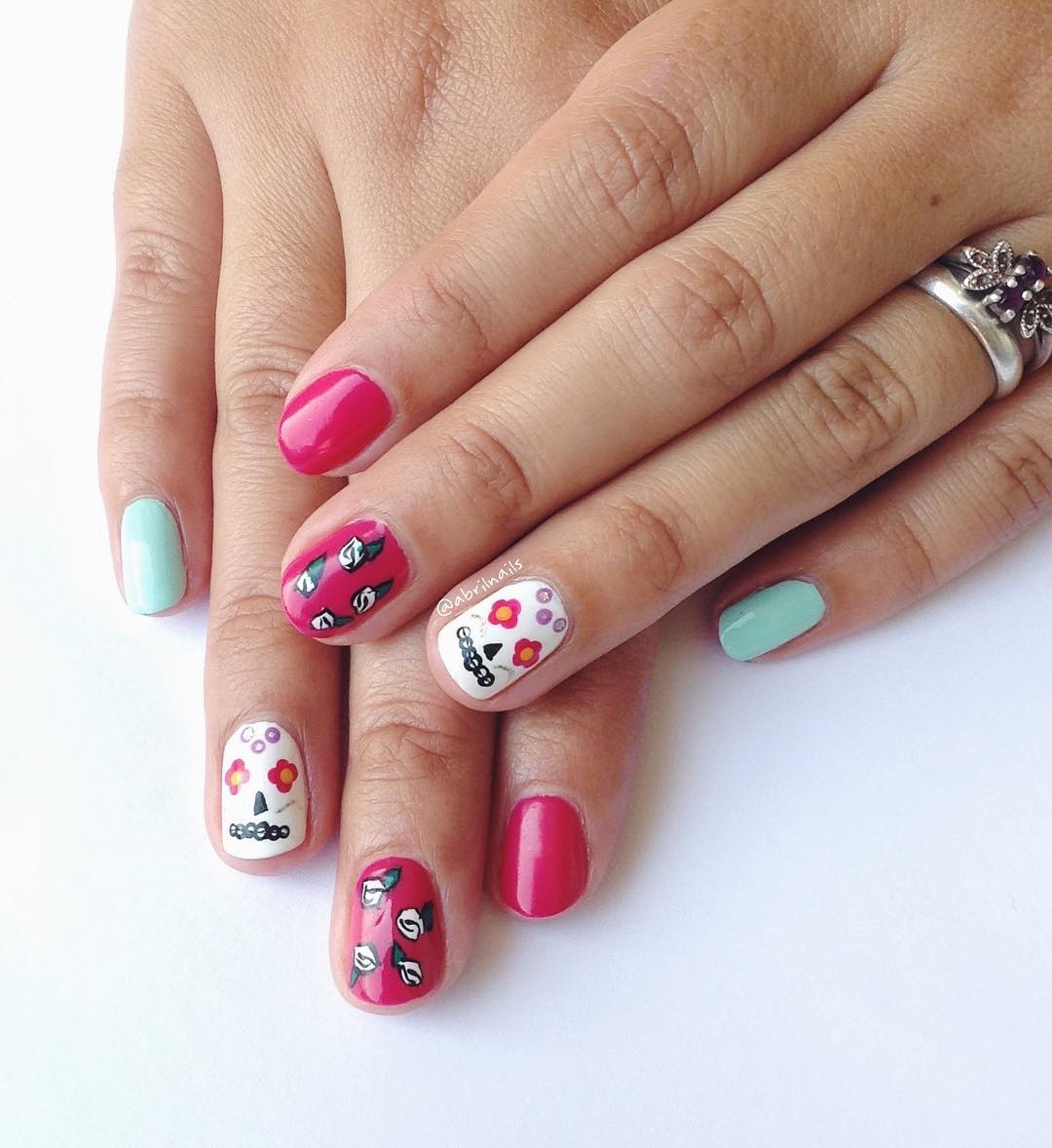 Trendy Fashion Skull Nail Design