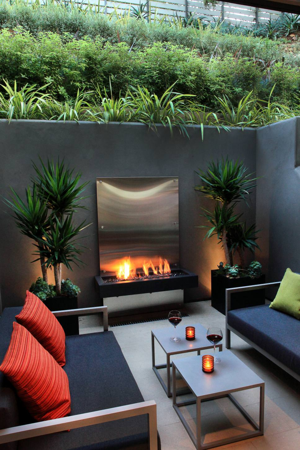 23 concrete wall designs decor ideas design trends for Outdoor patio small spaces
