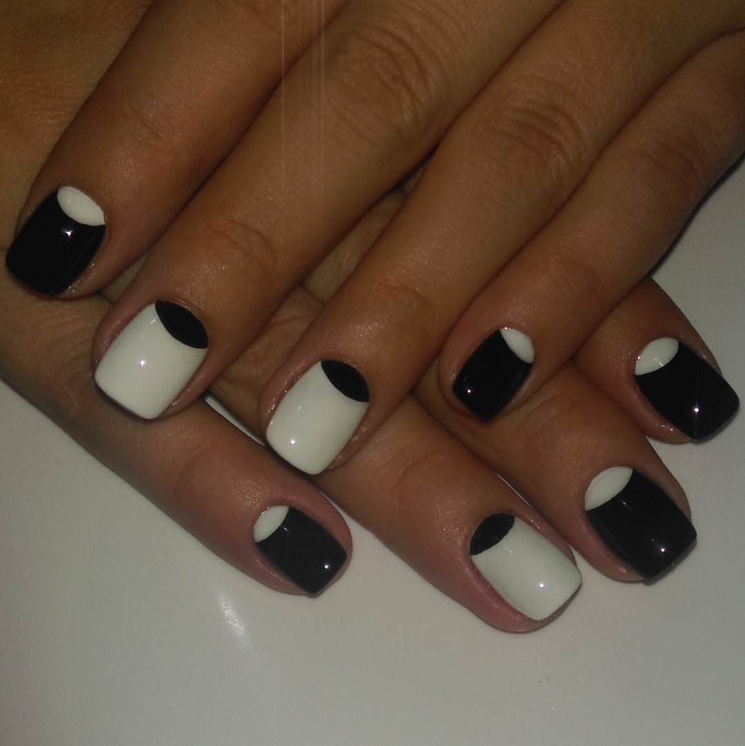 Nice Design for White and Black Nail Design