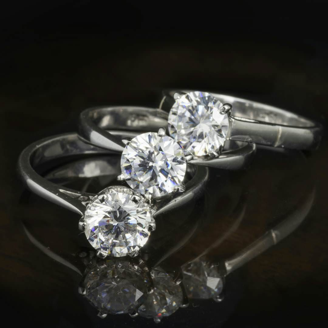 Round Shaped Engagement Ring