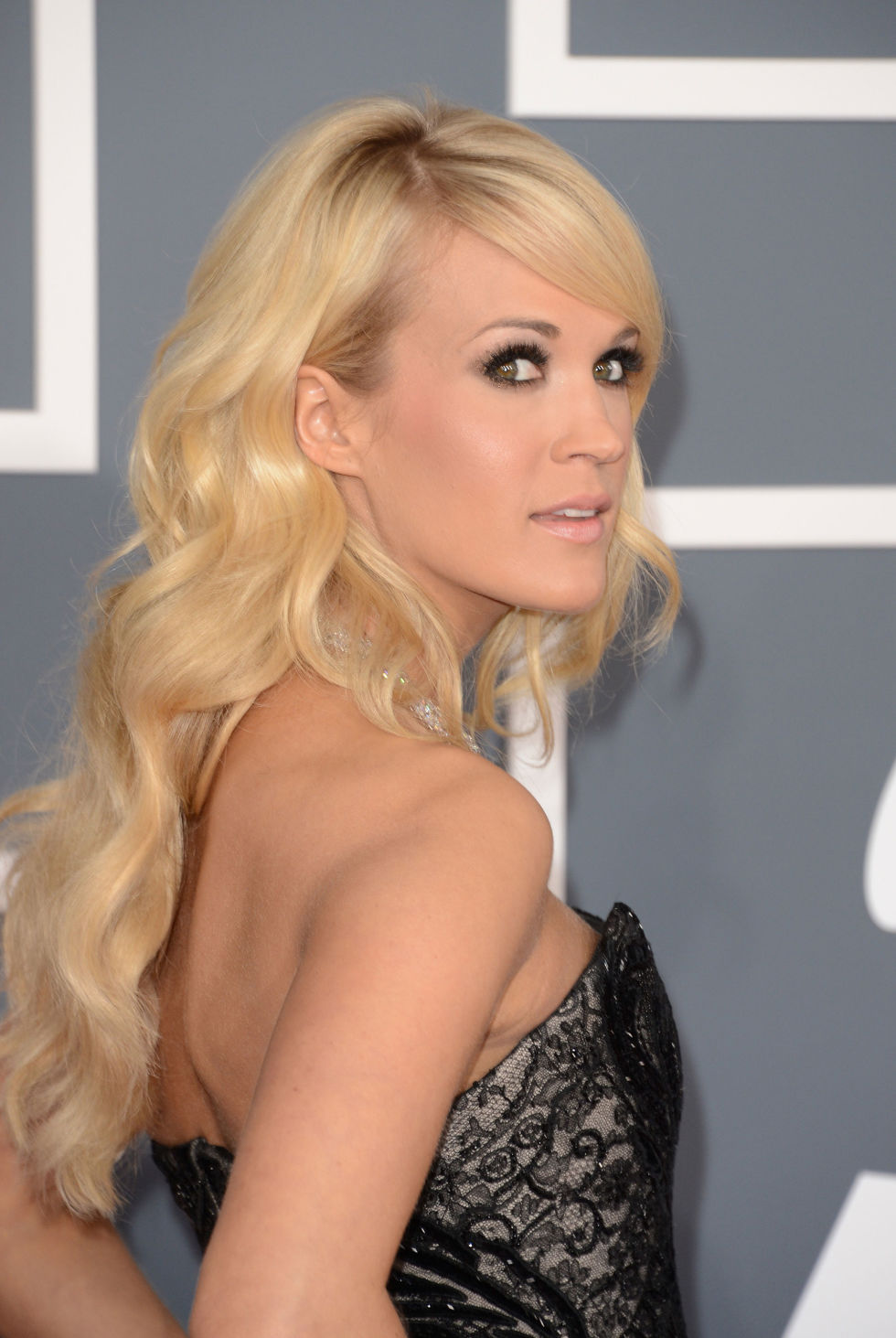 thick hair carrie underwood
