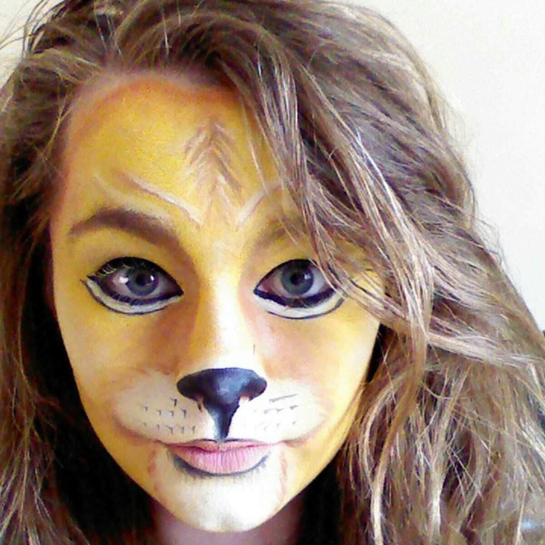 casual look lion makeup girl