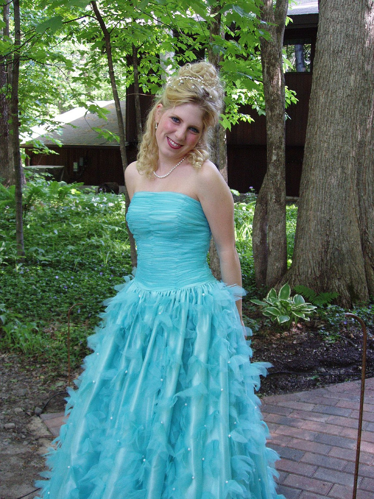 hairstyle dresses for prom