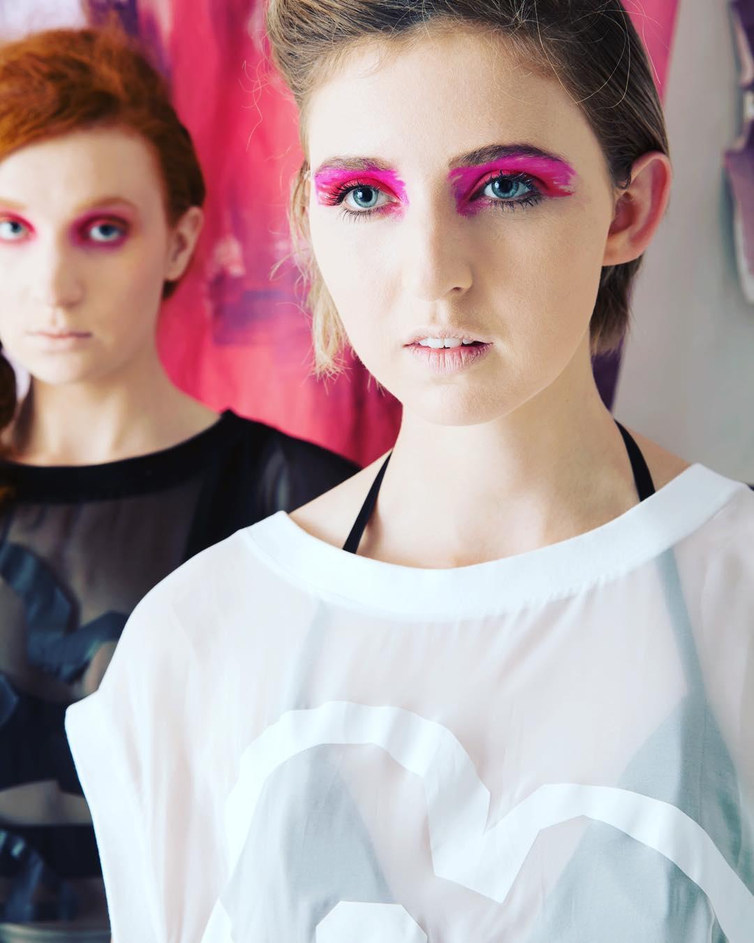 modern pink eye makeup