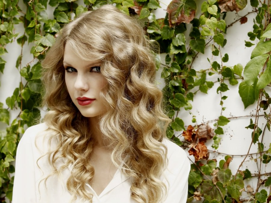 taylor-swift-long-curly-hair-locks
