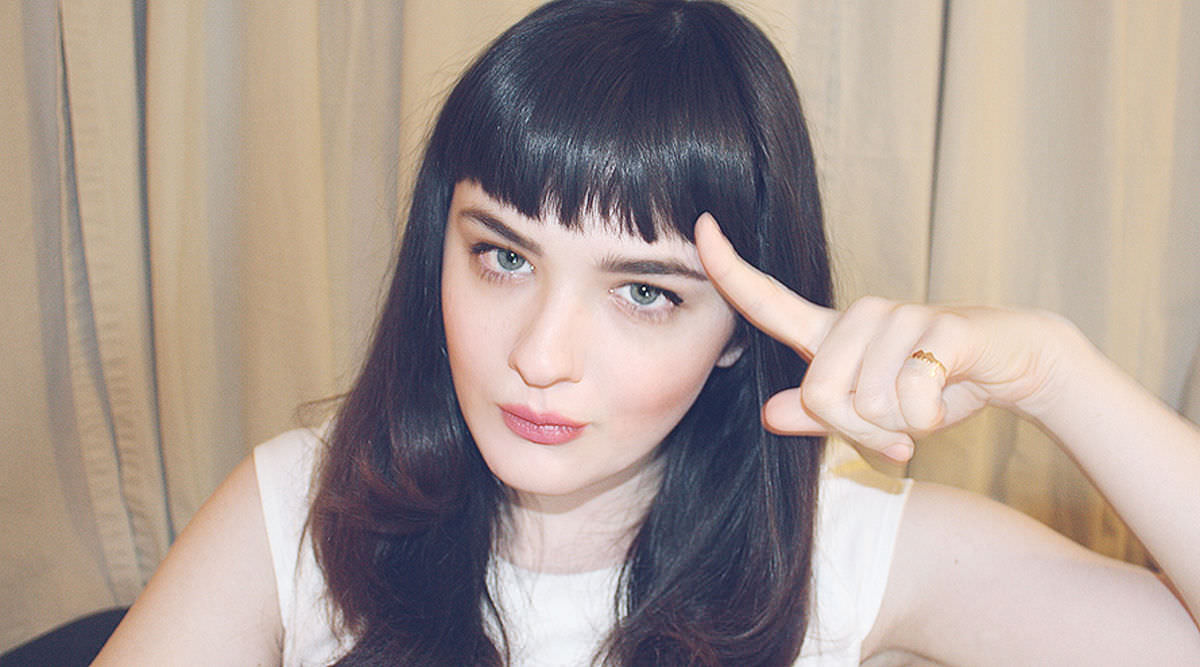 Cut your hairs to give a shape of Blunt Bangs