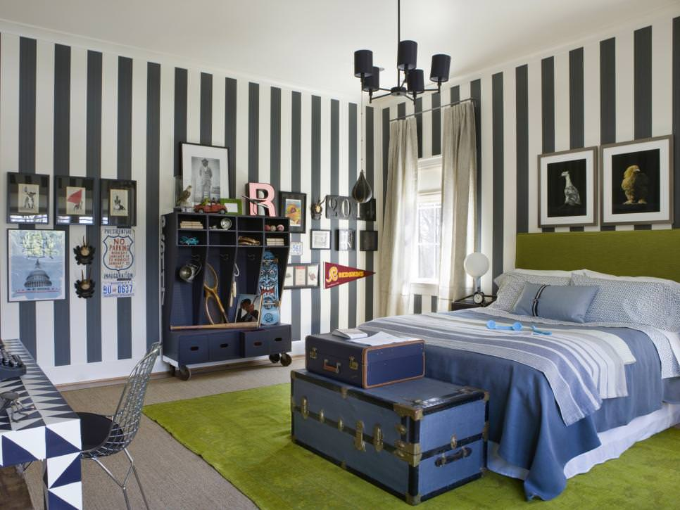 Striped Wall Bedroom For Boys