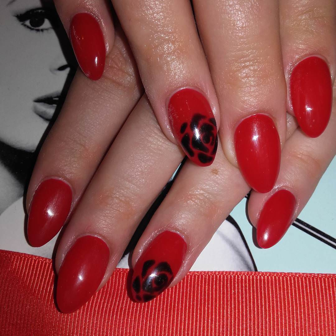 Black Flower Red Nail Design.