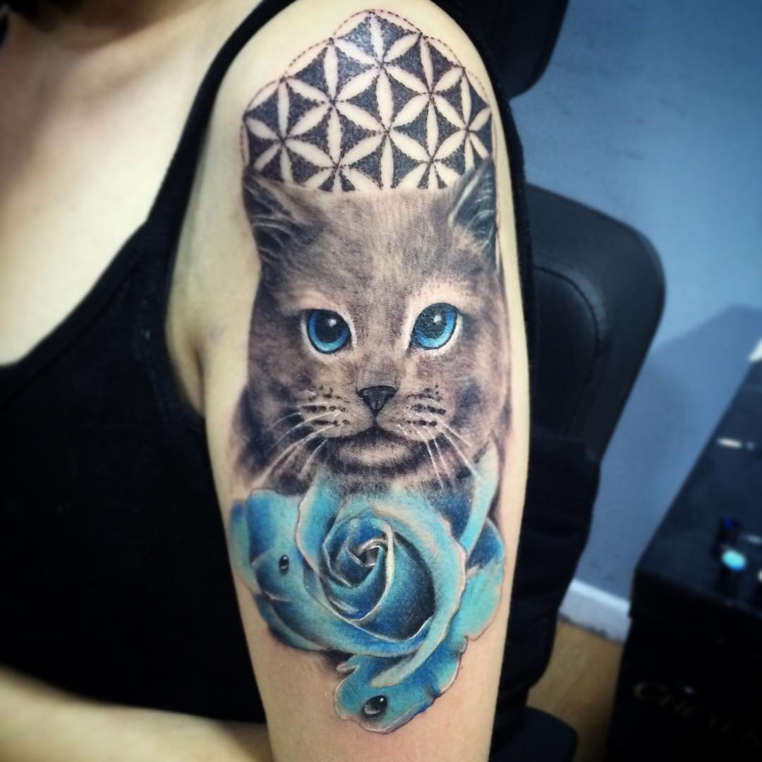 Cat tattoo is tattooed on thigh looks very adorable