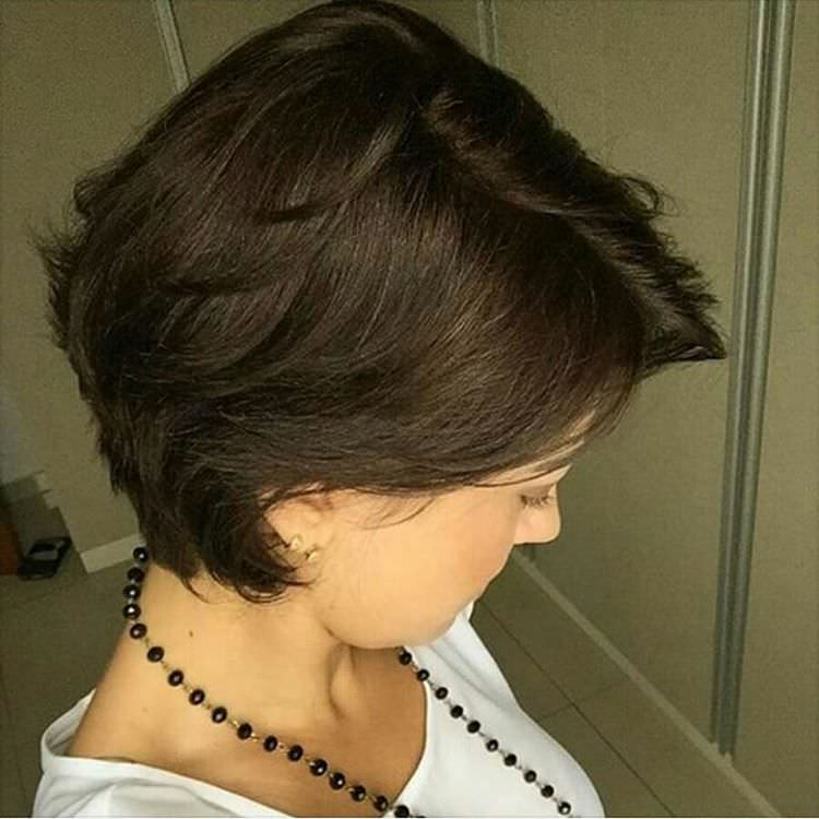natural short hairstyle