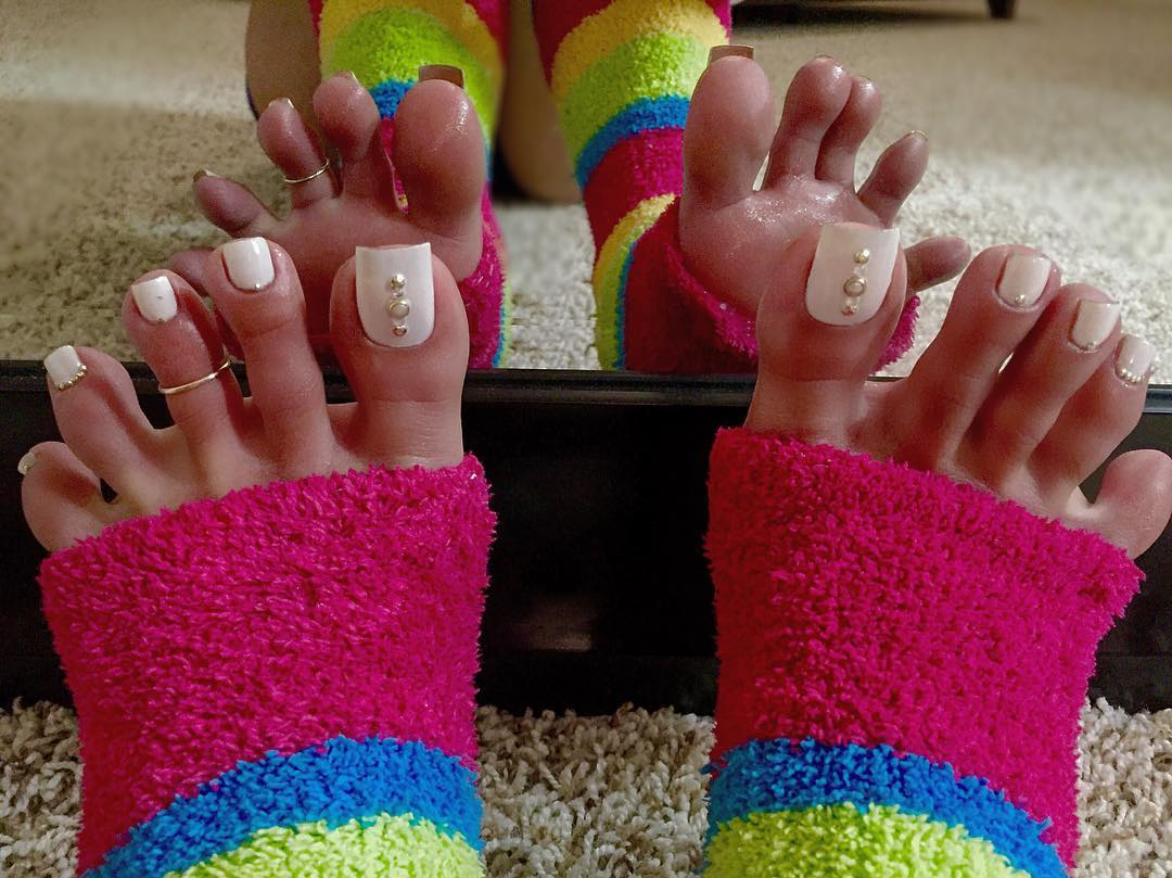 awesome stone toe nail design