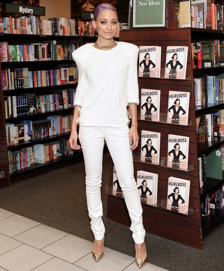 Nicole-Richie-White-Jeans-White-Shirt-Outfit