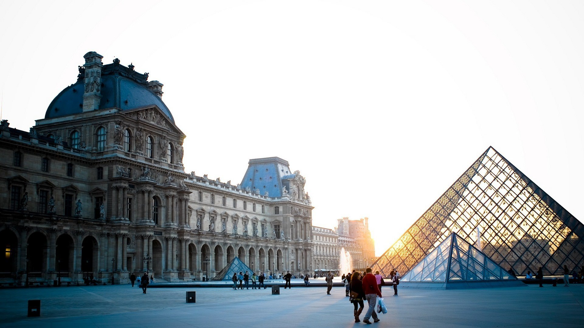 louvre beautiful backgroun of paris