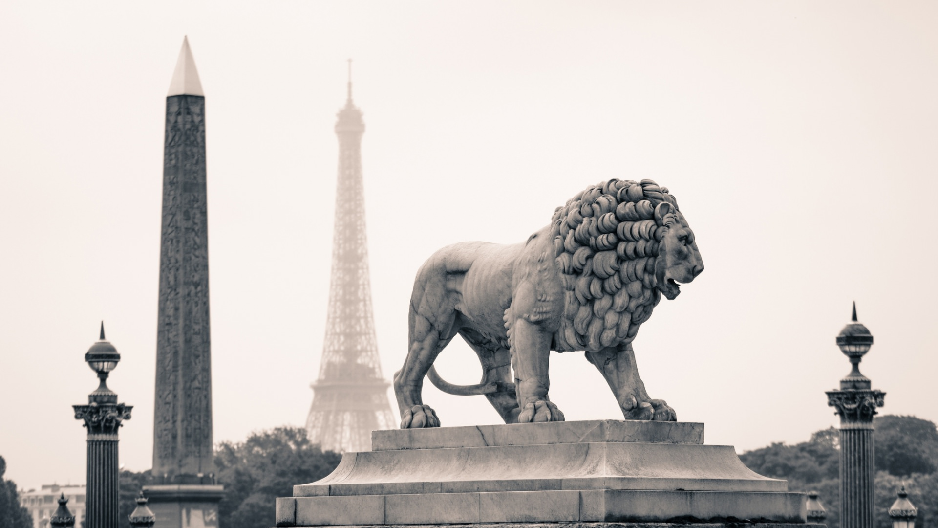 paris elegant monuments statue of lion