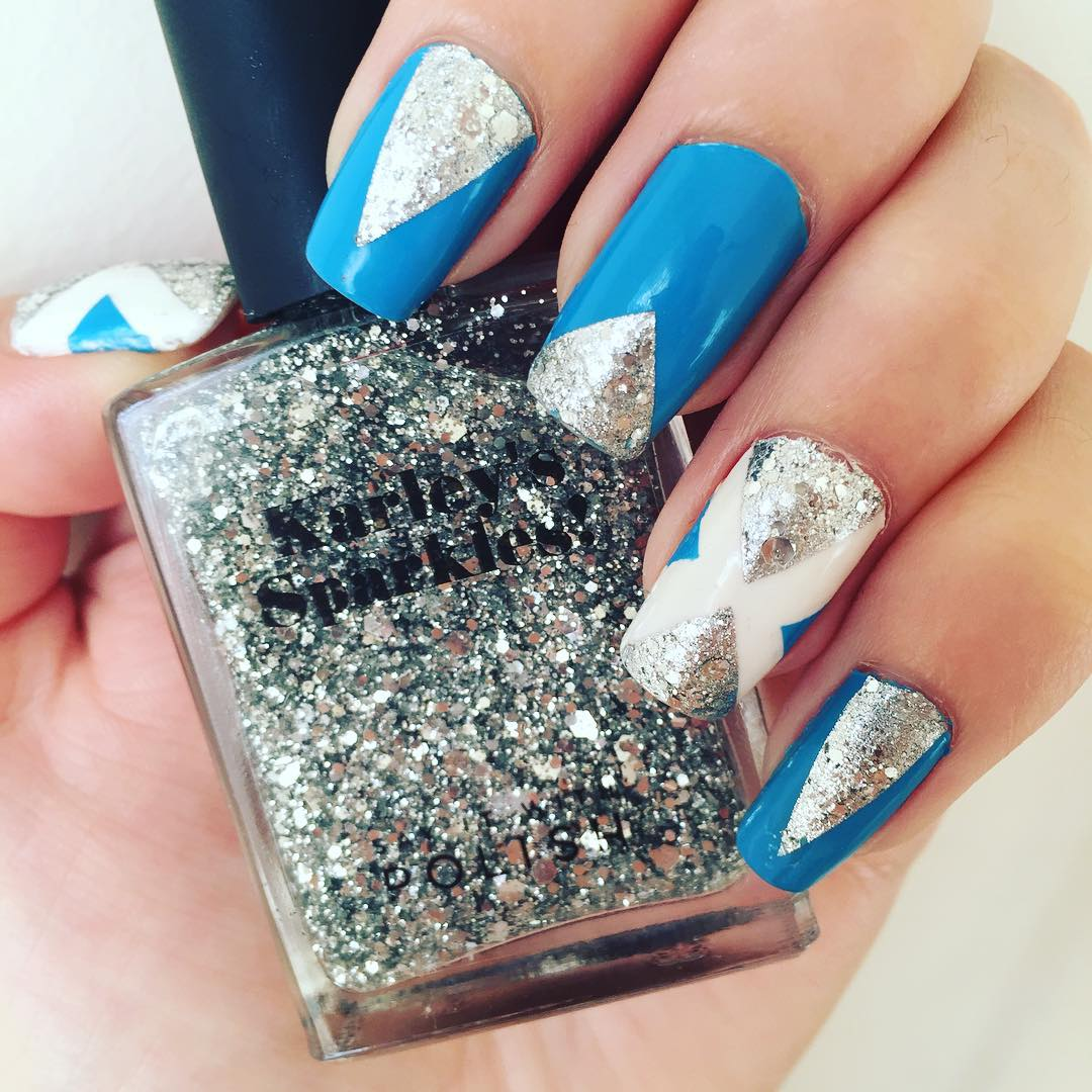 dazzling blue and white nail design