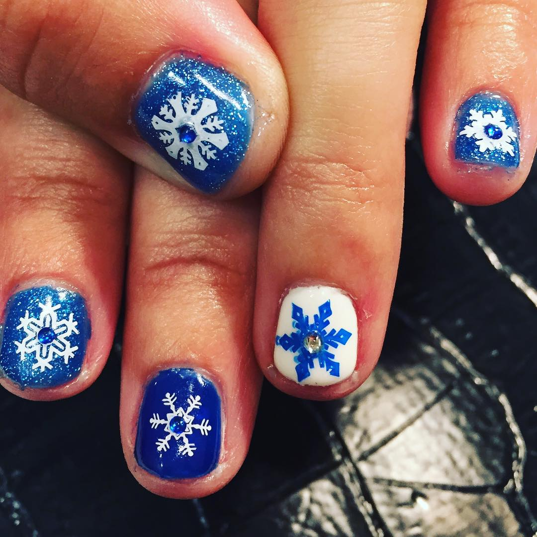 snow blue and white nail design