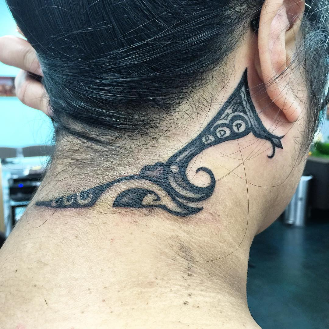 excellent hawaiian tattoo on neck