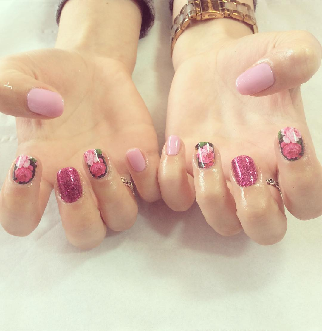 Awesome Floral Nail Design