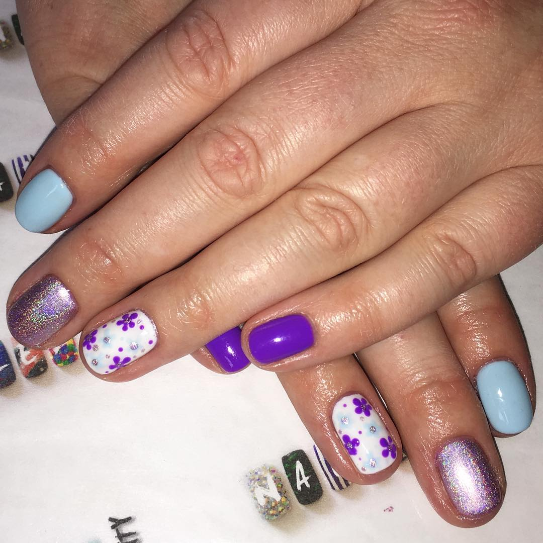 attractive floral nail design