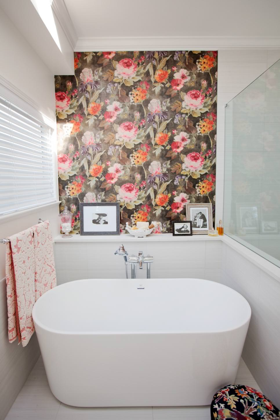 Floral Accent Bathroom Wall Ideas