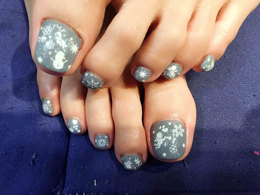 Gray-Toes Nail Design