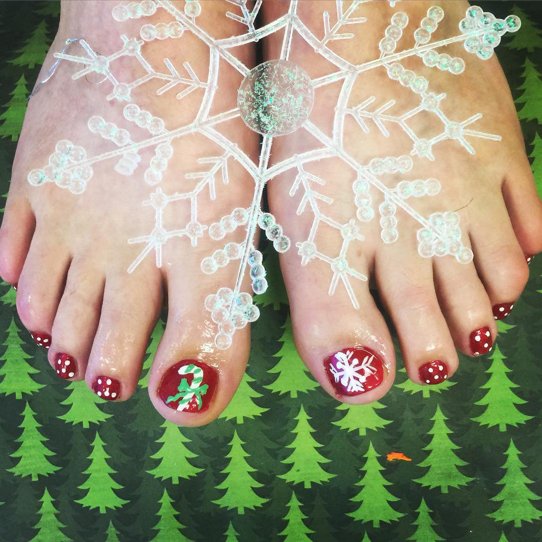 Snow Fall Toes Nail Design
