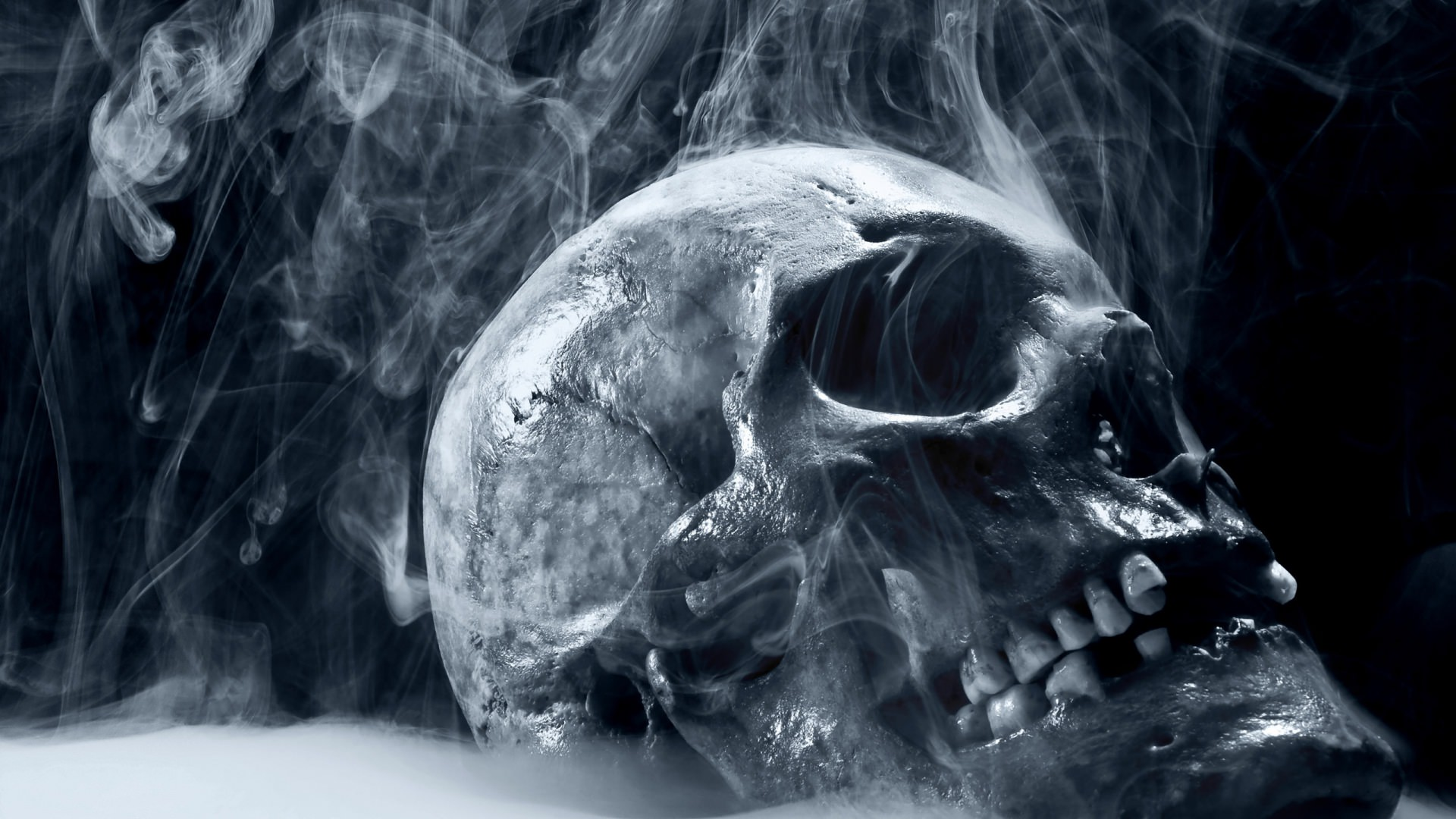 smoke and skull scary wallpaper