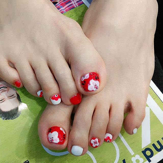 Small Flower Toes Nail Design