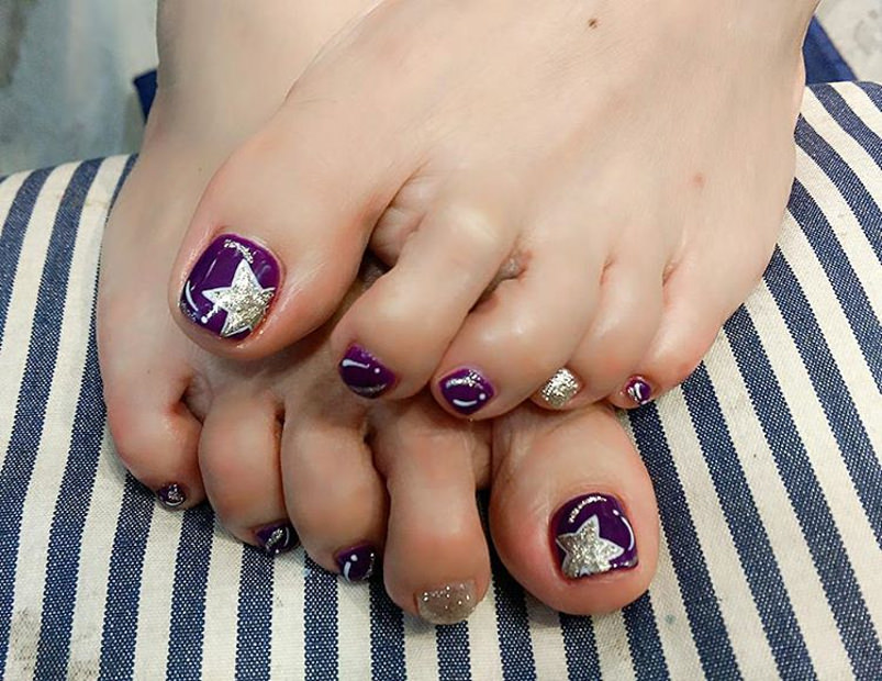 Golden Star Toe Nail Design