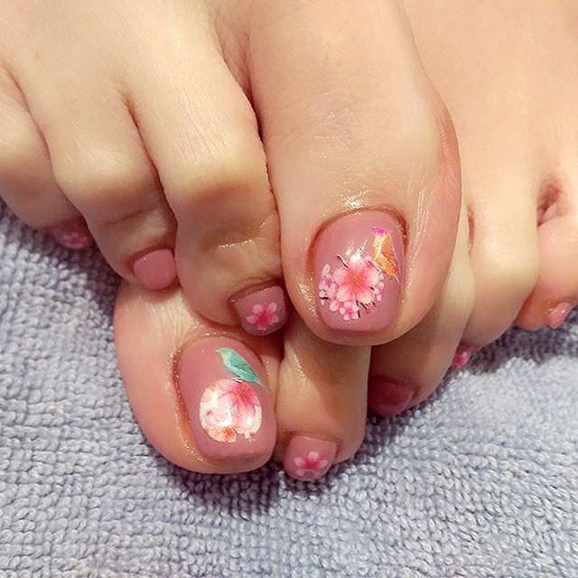 gorgeous toe nail design