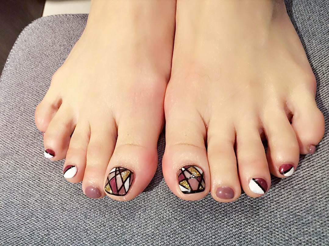 Modern Toe Nail Design