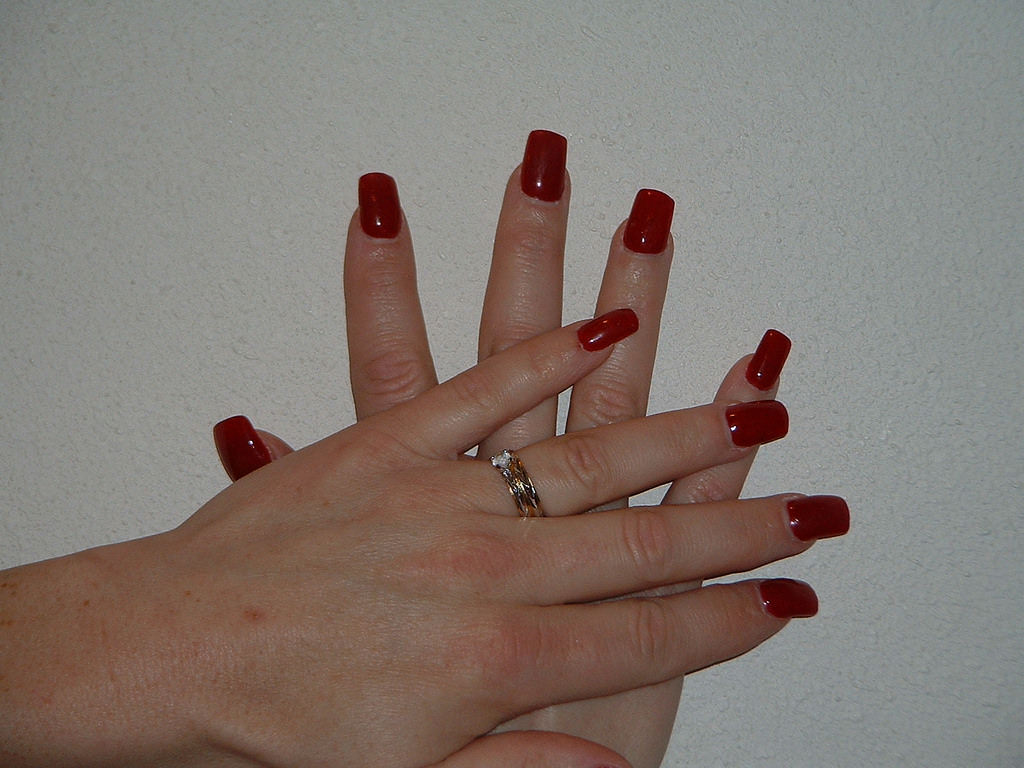 simple red colored nails