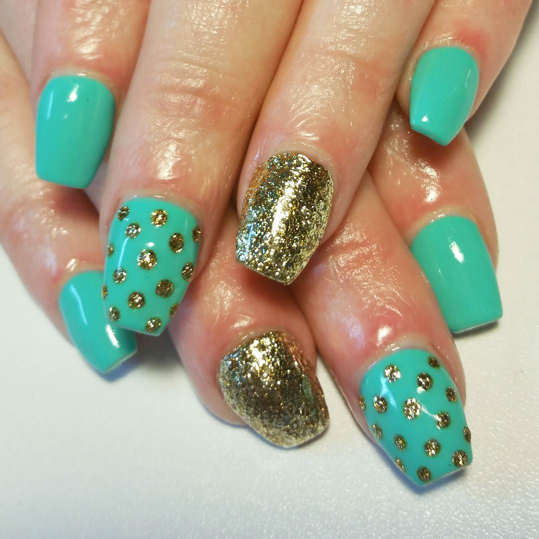 Gold Glitter Dotted Nail.