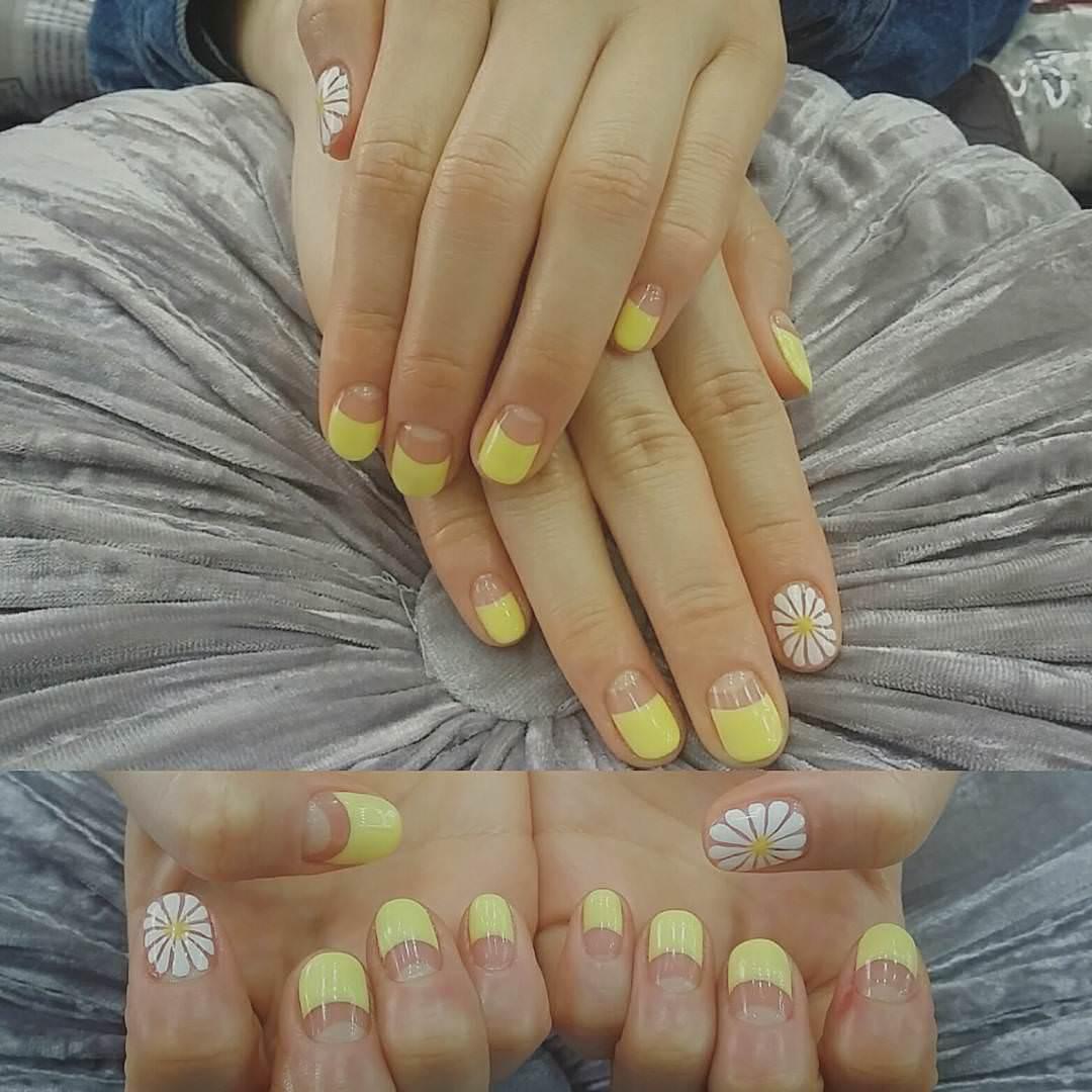 Acrylic Yellow Spring Nail