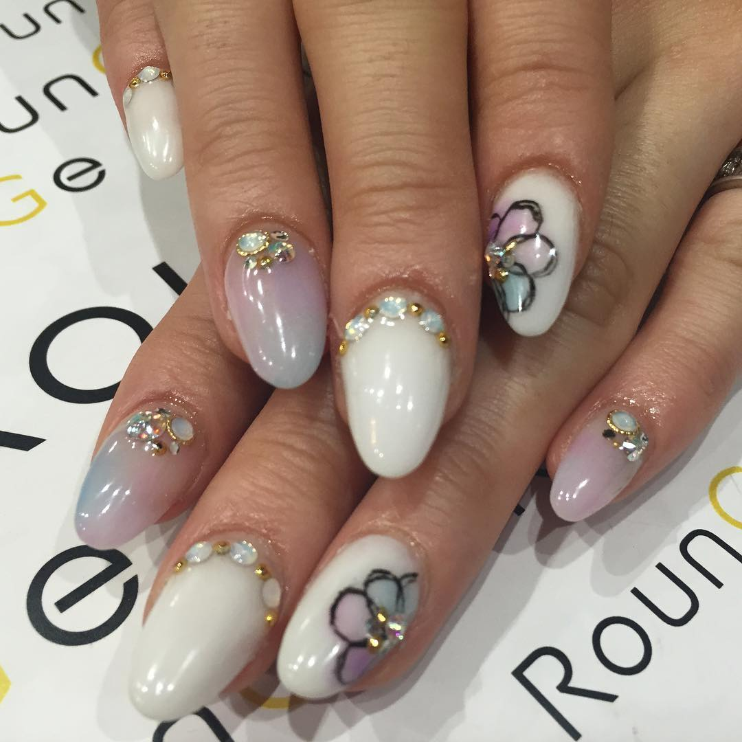 flower designed nails for women