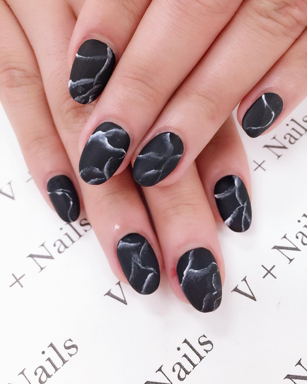 black designed nail art for medium nails