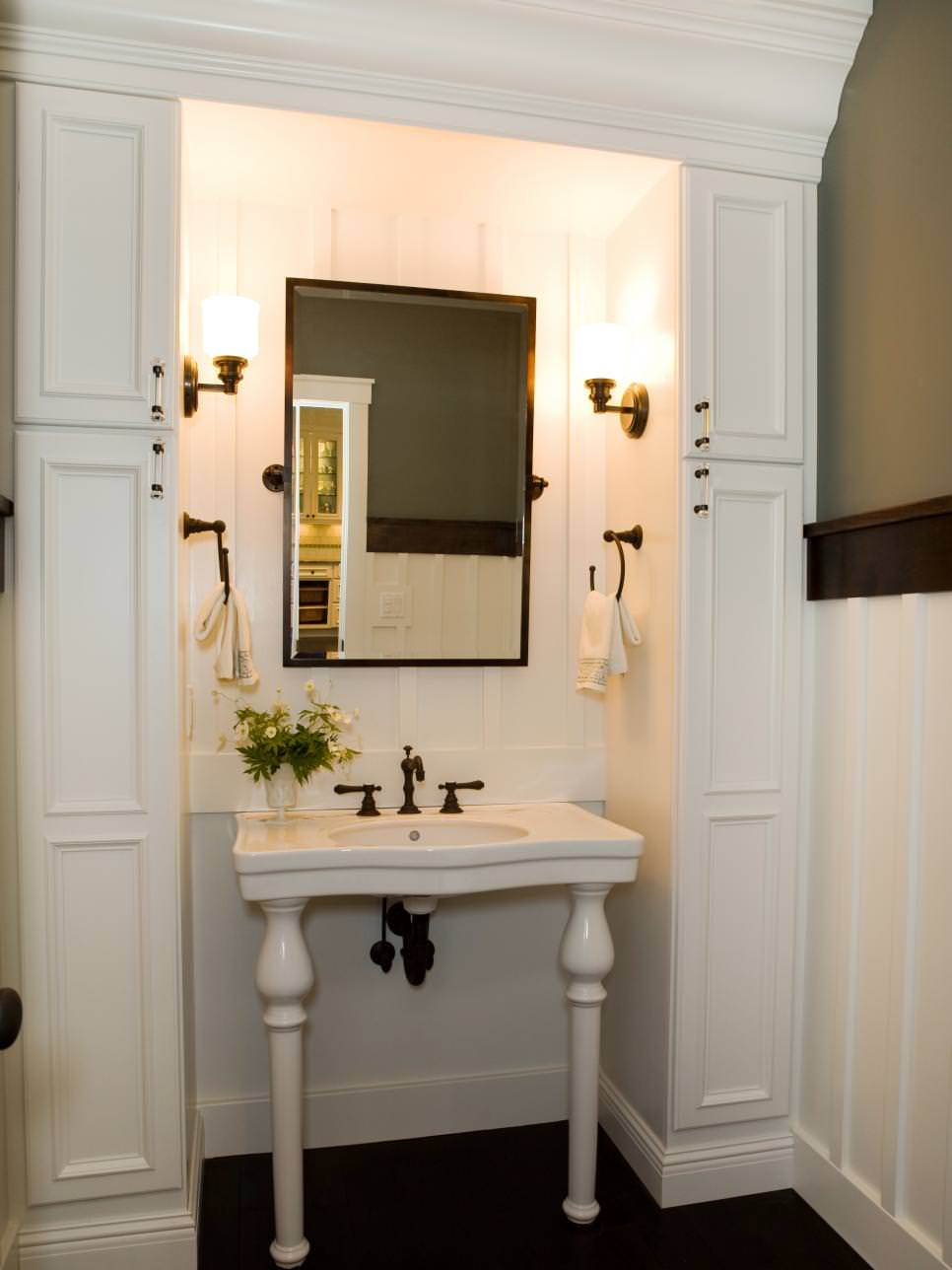 Stylish White Pedestal Sink Model